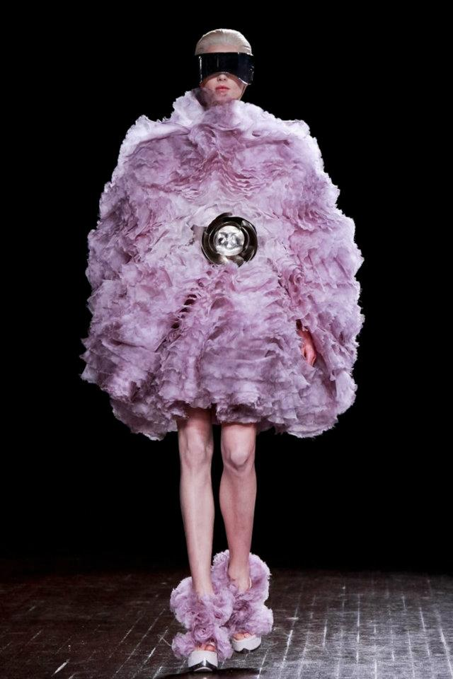 images/cast/10150569144357035=alexander mcqueen Fall 2012 my last job on fabrics x=the season
